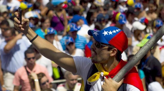 Massive opposizione marcia chiede la liberazione dei prigionieri politici in Venezuela