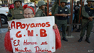 140318023018_sp_supporter_maduro_304x171_afp