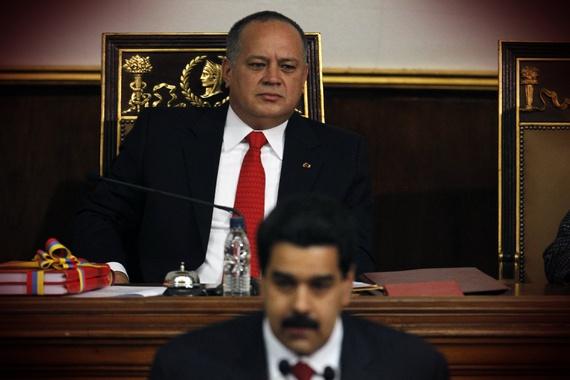 Diosdado Cabello sentado detrás de Nicolás Maduro durante la sesión de memoria y cuenta de la nación (Reuters/The Atlantic)