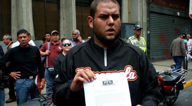 Estudiante que vive con sus padres surge como líder en las protestas de Venezuela