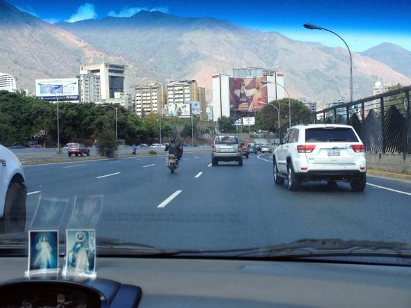 Caracas. Santos sin cola. Por AndreinaMujica